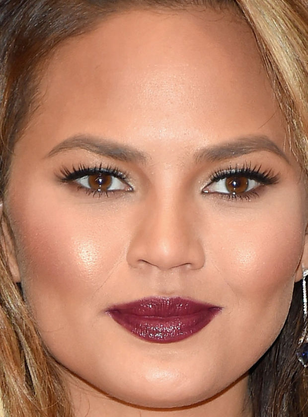 Close-up of Chrissy Teigen at the 2015 White House Correspondents' Dinner.