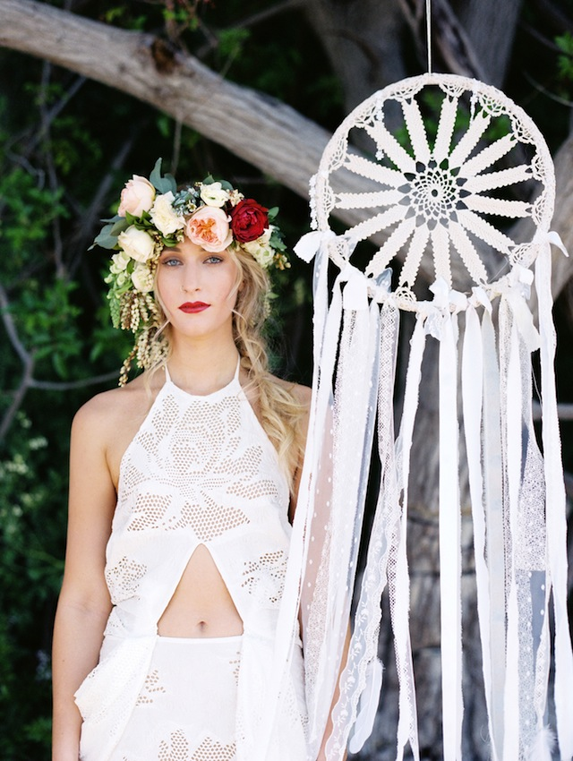 Macrame ⎪ Tina Shawal Photography ⎪ see more on: http://burnettsboards.com/2015/04/island-inspired-bohemian-wedding/