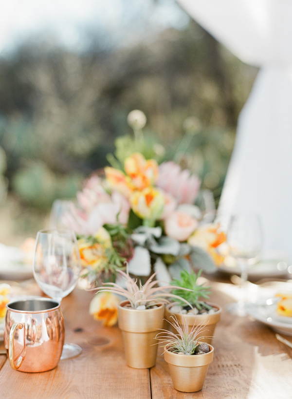 metallic centerpiece decor - photo by Bella Reese Photography http://ruffledblog.com/graceful-desert-wedding-at-enchanted-rock