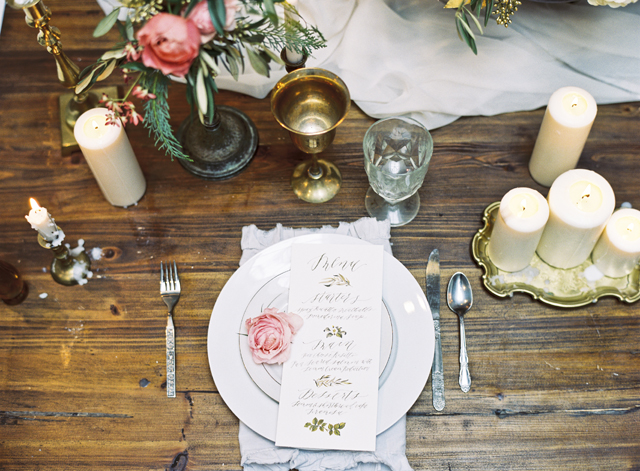 Pink rustic tablescape | Loblee Photography | see more on: http://burnettsboards.com/2015/04/feminine-rustic-botanical-wedding/
