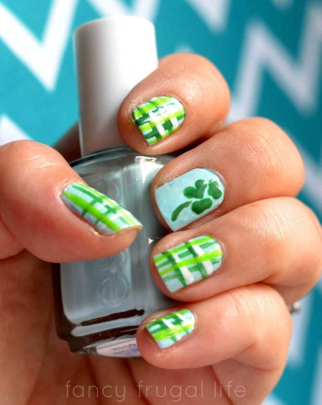 Plaid-St.-Patricks-Day-Nails
