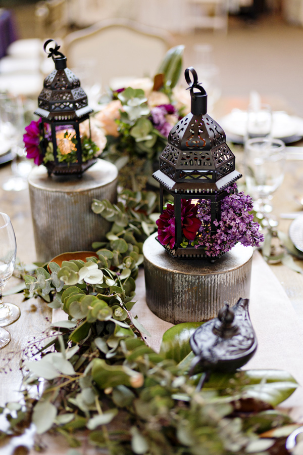 boho wedding fern tablescape - photo: Andie Freeman - http://ruffledblog.com/wanderlust-inspired-wedding-in-los-angeles