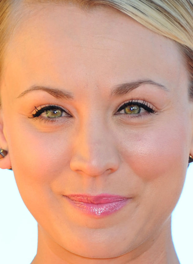 Close-up of Kaley Cuoco at the 2015 Kids' Choice Awards.
