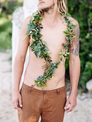 Green garland ⎪ Tina Shawal Photography ⎪ see more on: http://burnettsboards.com/2015/04/island-inspired-bohemian-wedding/