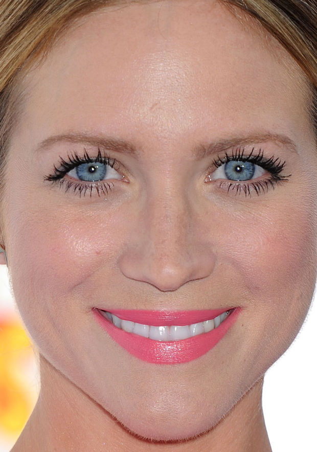 Close-up of Brittany Snow at the 2015 MTV Movie Awards.