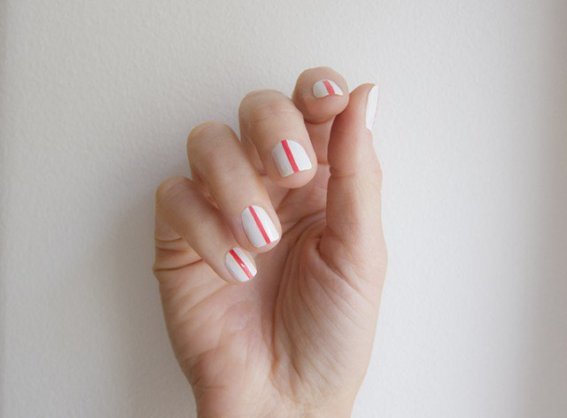 isla_everywhere_white_nails_with_pink_lines_6880_680
