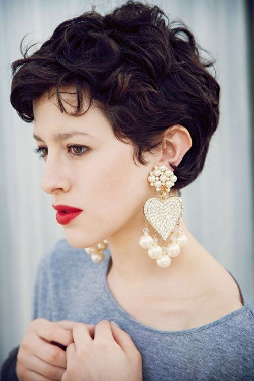 25 Stunning Tips To Wear Earrings With Brief Hair