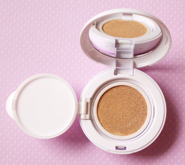 Inside the 3LAB Aqua BB cushion compact.