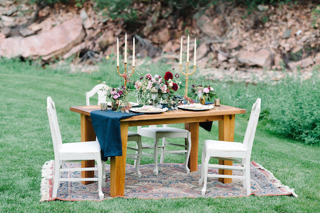 Al fresco reception | IYQ Photography | see more on: http://burnettsboards.com/2015/04/earthy-vibrant-wedding-editorial/