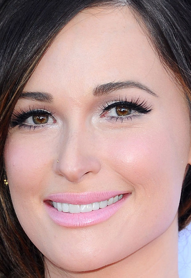Close-up of Kacey Musgraves at the 2015 ACM Awards.