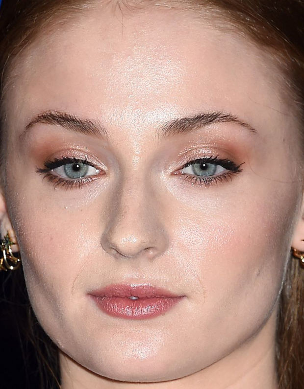 Close-up of Sophie Turner at the 2015 White House Correspondents' Dinner.