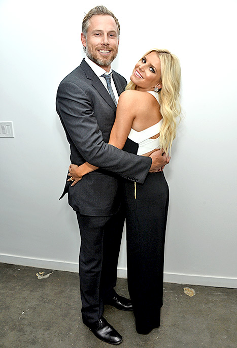 Jessica Simpson and Eric Johnson hold tight to each other at The Gleason Project at ZEFR Warehouse on April 23.