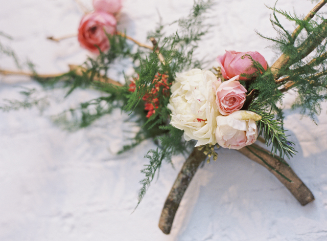 Unique floral designs | Loblee Photography | see more on: http://burnettsboards.com/2015/04/feminine-rustic-botanical-wedding/