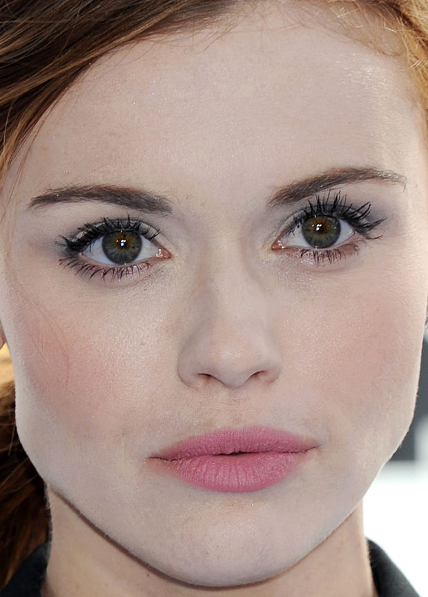 Close-up of Holland Roden at the 2015 MTV Movie Awards.