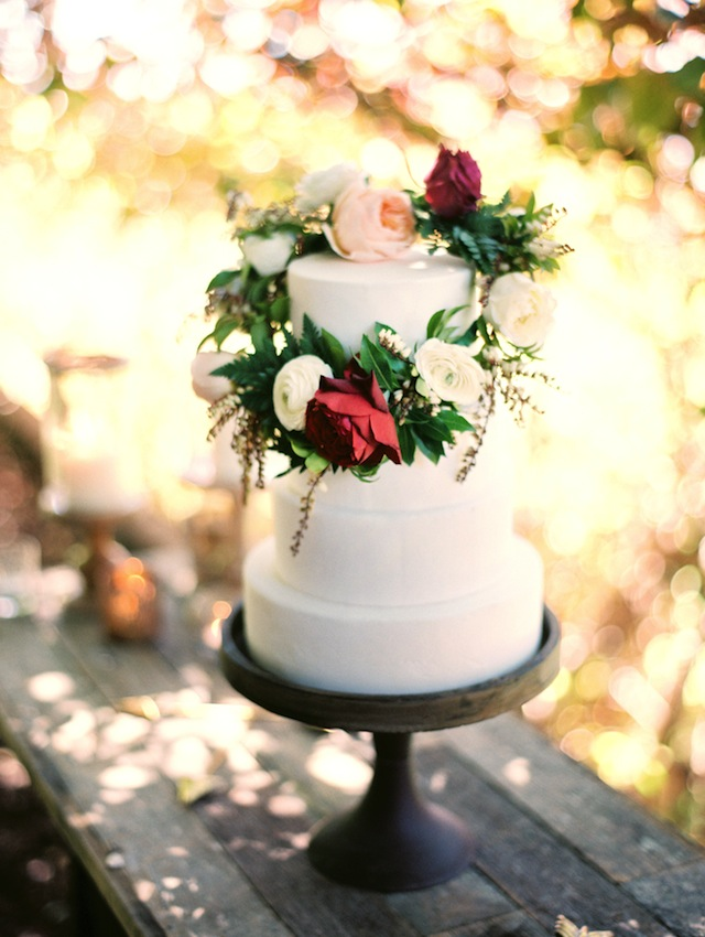 Flower wreath cake topper ⎪ Tina Shawal Photography ⎪ see more on: http://burnettsboards.com/2015/04/island-inspired-bohemian-wedding/