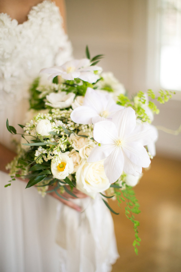 white and green bouquet - photo by Kelly Lemon Photography http://ruffledblog.com/monochrome-spring-wedding-editorial