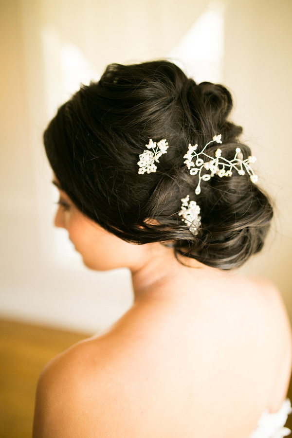 delicate bridal hair accessory - photo by Kelly Lemon Photography http://ruffledblog.com/monochrome-spring-wedding-editorial