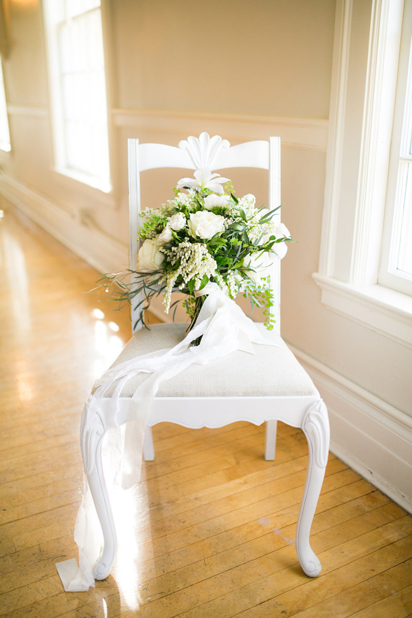 white bouquet with greenery - photo by Kelly Lemon Photography http://ruffledblog.com/monochrome-spring-wedding-editorial