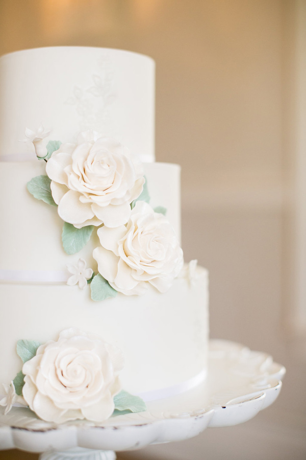 white wedding cake with sugar flowers - photo by Kelly Lemon Photography http://ruffledblog.com/monochrome-spring-wedding-editorial