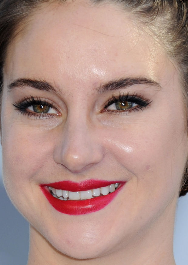 Close-up of Shailene Woodley at the 2015 MTV Movie Awards.