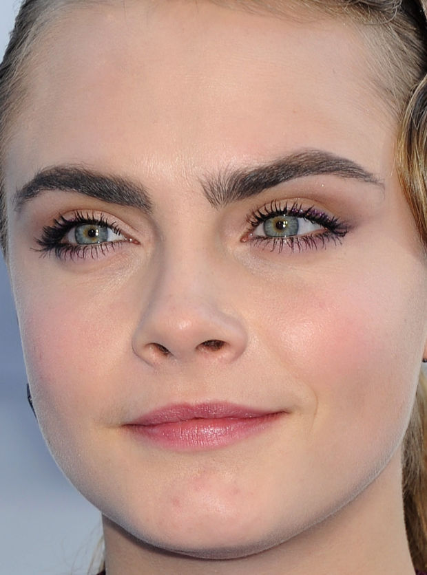 Close-up of Cara Delevingne at the 2015 MTV Movie Awards.