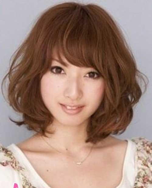 Japenese Women's Wavy Hairstyle and Bangs