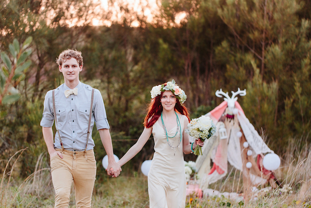 Bohemian engagement shoot | Hilary Cam Photography | see more on: http://burnettsboards.com/2015/04/diy-bohemian-love-tent/