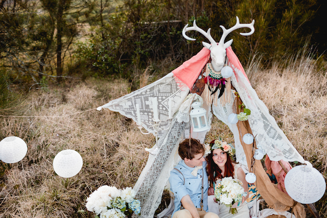 DIY bohemian engagement shoot | Hilary Cam Photography | see more on: http://burnettsboards.com/2015/04/diy-bohemian-love-tent/