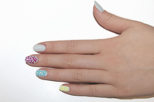Apply JINsoon Nail Lacquer in Farouche on the middle finger.