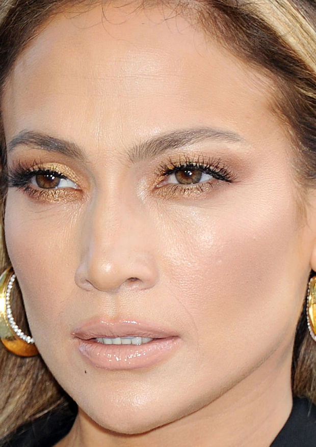 Close-up of Jennifer Lopez at the 2015 MTV Movie Awards.