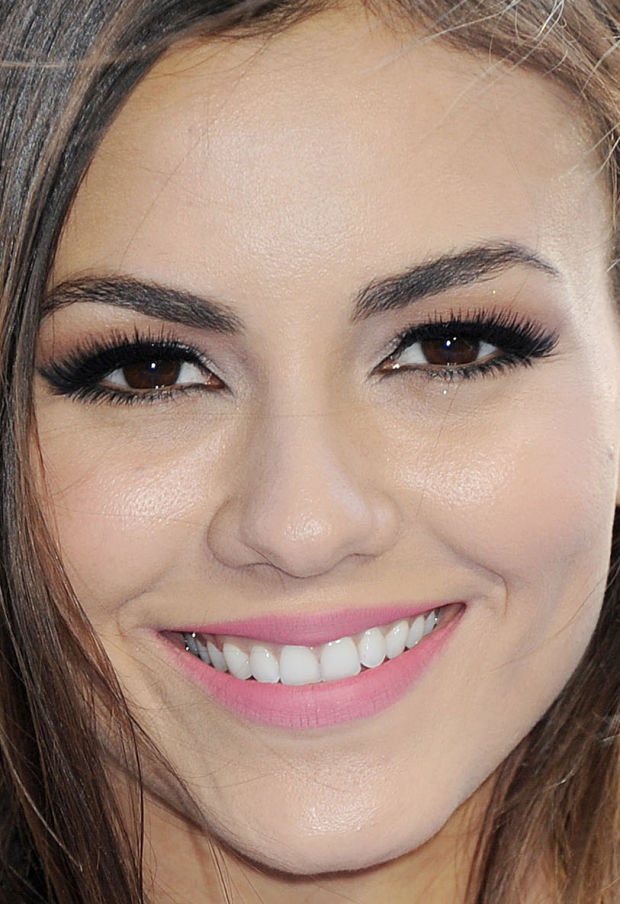 Close-up of Victoria Justice at the 2015 MTV Movie Awards.