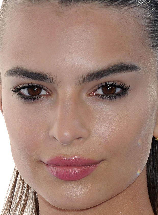 Close-up of Emily Ratajkowski at the 2015 MTV Movie Awards.