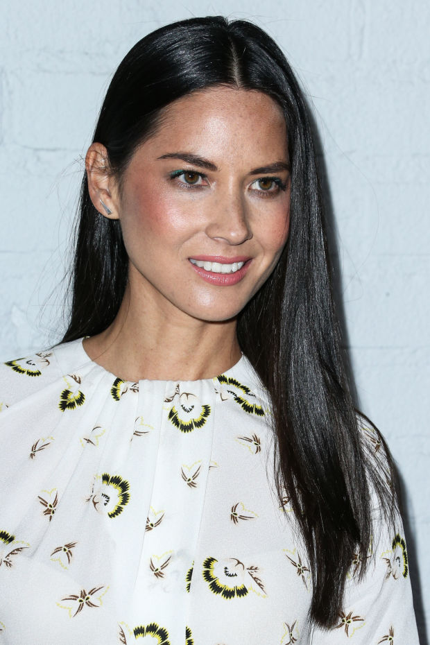 Olivia Munn's gorgeous green liner look.