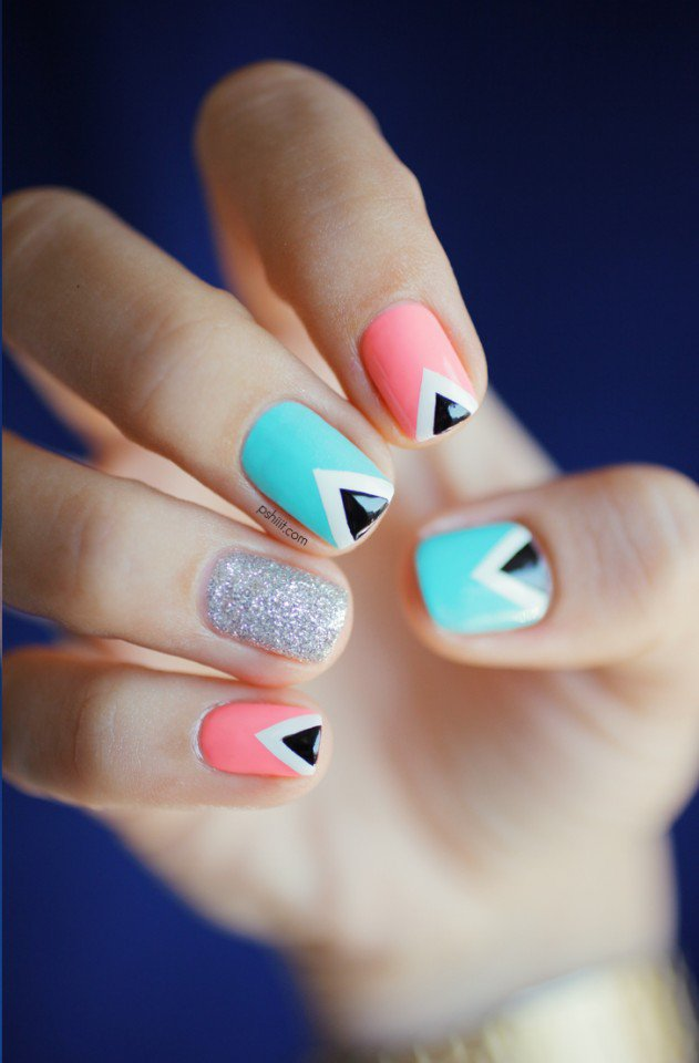 triangle-nailart-by-pshiiit6