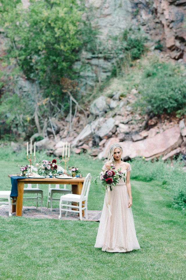 Colorado wedding inspiration | IYQ Photography | see more on: http://burnettsboards.com/2015/04/earthy-vibrant-wedding-editorial/