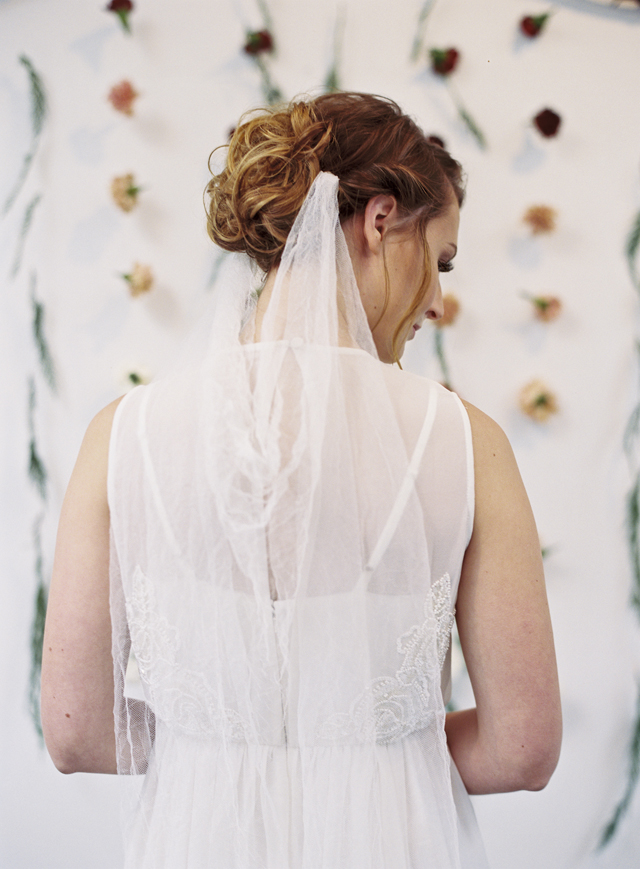 Unique wedding veil | Loblee Photography | see more on: http://burnettsboards.com/2015/04/feminine-rustic-botanical-wedding/