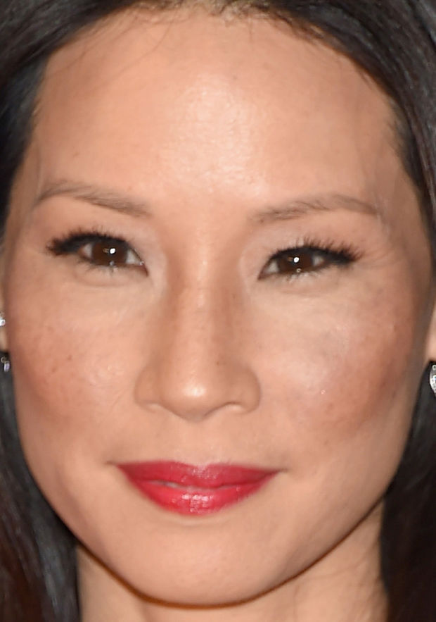 Close-up of Lucy Liu at the 2015 White House Correspondents' Dinner.