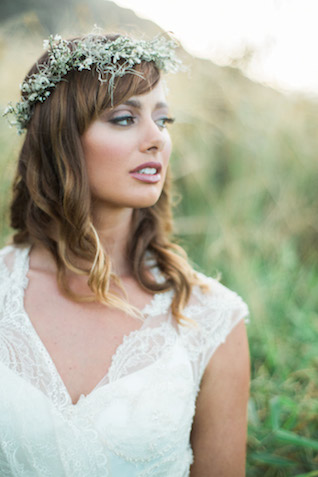 Green and white flower crown | Just B Photography | see more on: http://burnettsboards.com/2015/04/earthy-mountain-elopement-hawaii/