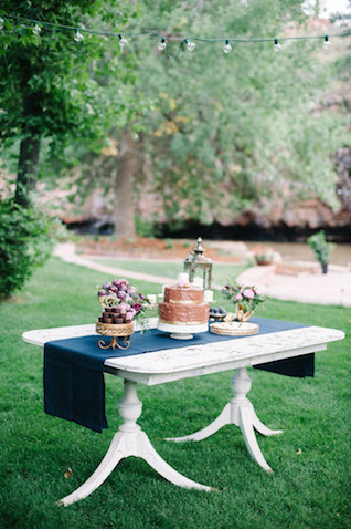 Dessert table | IYQ Photography | see more on: http://burnettsboards.com/2015/04/earthy-vibrant-wedding-editorial/