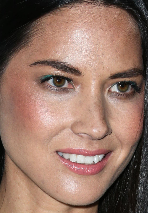 Olivia Munn's flirty green eyeliner on the upper lash lines.