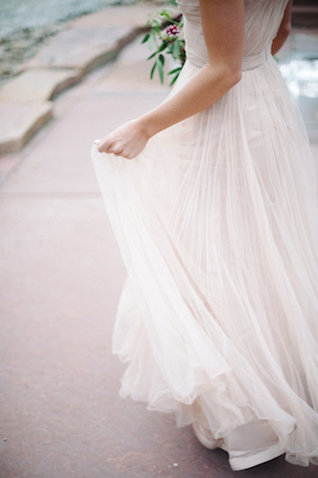 Reem Acra wedding dress | IYQ Photography | see more on: http://burnettsboards.com/2015/04/earthy-vibrant-wedding-editorial/