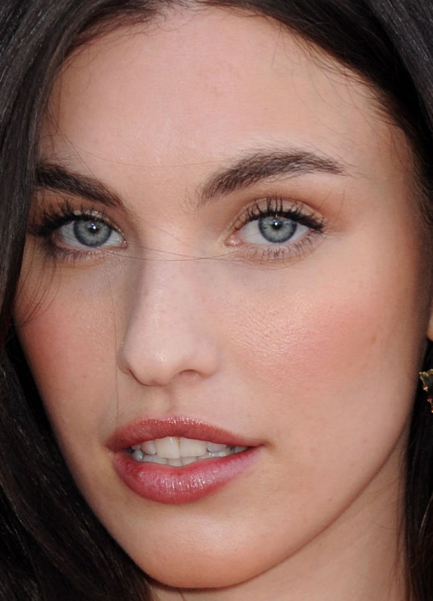 Close-up of Rainey Qualley at the 2015 ACM Awards.