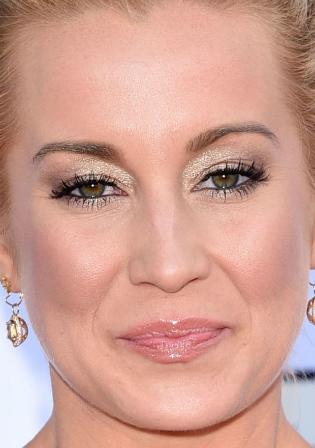 Close-up of Kellie Pickler at the 2015 ACM Awards.