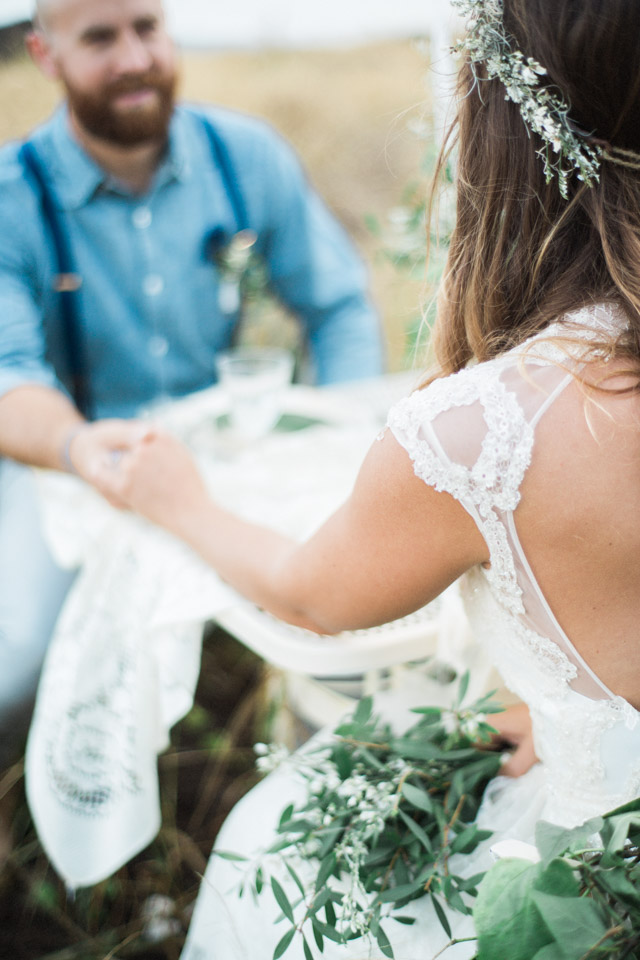 Holding hands | Just B Photography | see more on: http://burnettsboards.com/2015/04/earthy-mountain-elopement-hawaii/