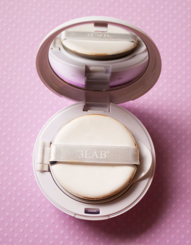 The sponge applicator inside the 3LAB cushion compact.