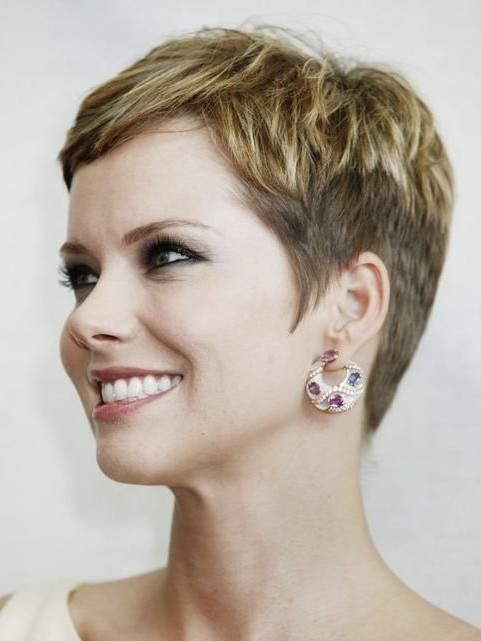 Chic Short Hairstyles For Women Over 40