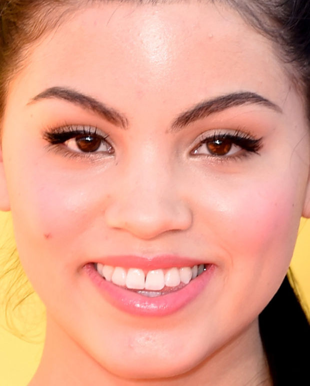 Close-up of Paola Andino at the 2015 Kids' Choice Awards.