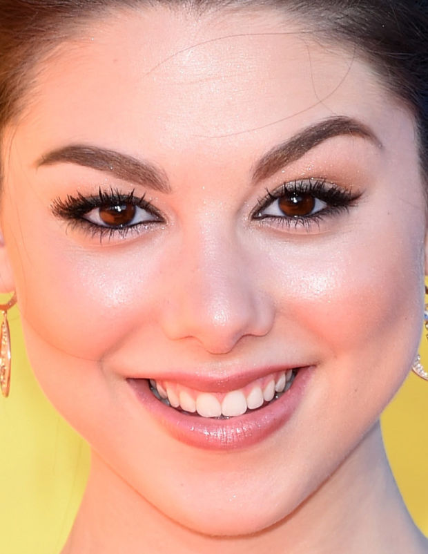 Close-up of Kira Kosarin at the 2015 Kids' Choice Awards.