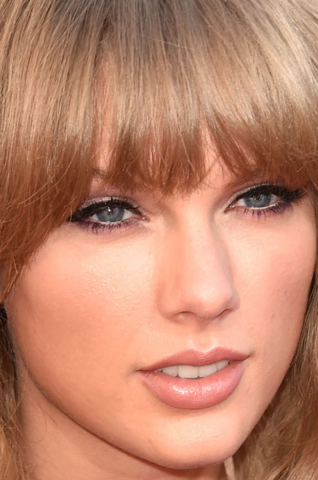 Close-up of Taylor Swift at the 2015 iHeartRadio Music Awards.