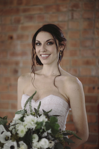 Spring bridal bouquet | Mike Rose Photography | see more on: http://burnettsboards.com/2015/05/urban-spring/